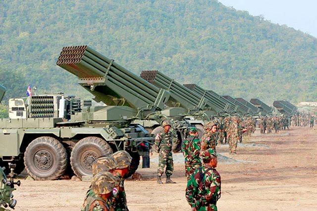 Sức mạnh pháo phản lực phóng loạt cực kỳ lợi hại của Campuchia - Ảnh 2.
