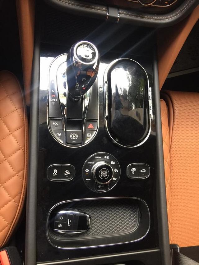 Khoang nội thất sang trọng của Bentley Bentayga.