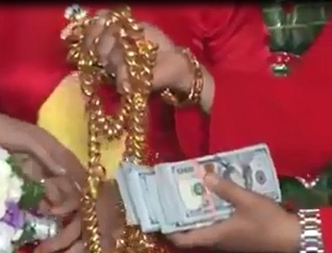 Clip: Bố mẹ tặng 300 lượng vàng và 50.000 USD làm của hồi môn cho con gái - Ảnh 4.