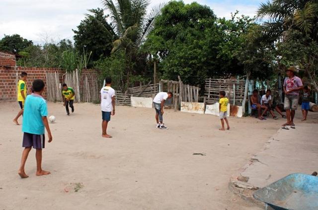 Irineu Cruz và Jucicleide Silva cho biết họ vô cùng yêu thích đội bóng do mình sinh ra, nhưng vẫn cần một bé gái. Hằng tuần, Irineu Cruz sẽ tổ chức một trận bóng cho lũ trẻ thi đấu với đội bóng thiếu niên trong làng. (Nguồn: The Sun)