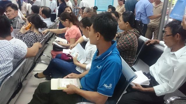 Khu vực đổi giấy phép lái xe của Sở Giao thông vận tải Đà Nẵng luôn đông người