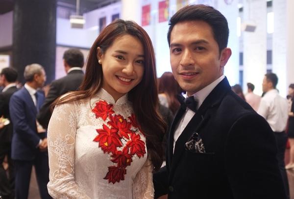 Tại sự kiện, Nhã Phương còn gặp gỡ Dennis Trillo - ngôi sao Philippines từng được biết đến qua bộ phim Người tình của chồng tôi.