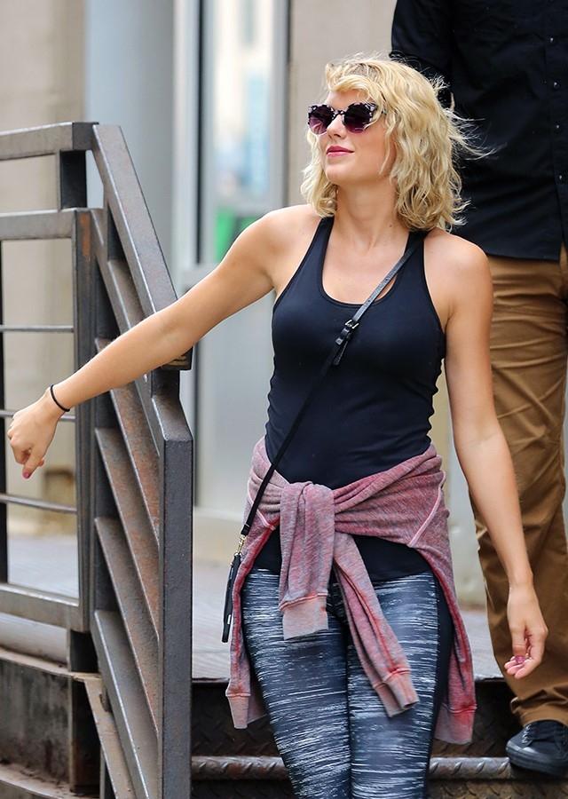 Taylor Swift giu hinh anh vui ve sau khi chia tay ban trai hinh anh 2