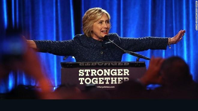 Ba Clinton hoi tiec vi noi nguoi ung ho Trump 'dang khinh' hinh anh 1