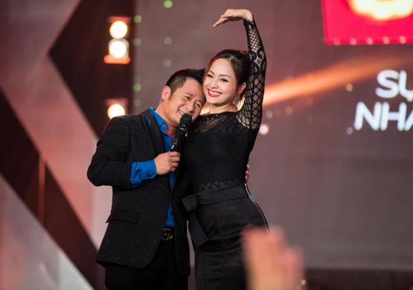 bang-kieu-om-hon-lan-phuong-tren-san-khau-4