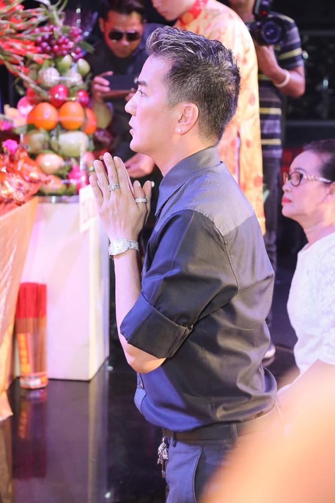 Dam Vinh Hung lan dau chu tri le gio To o san khau hinh anh 2