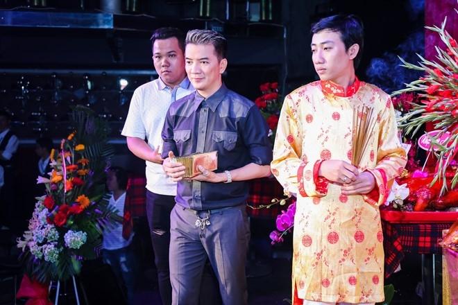 Dam Vinh Hung lan dau chu tri le gio To o san khau hinh anh 5