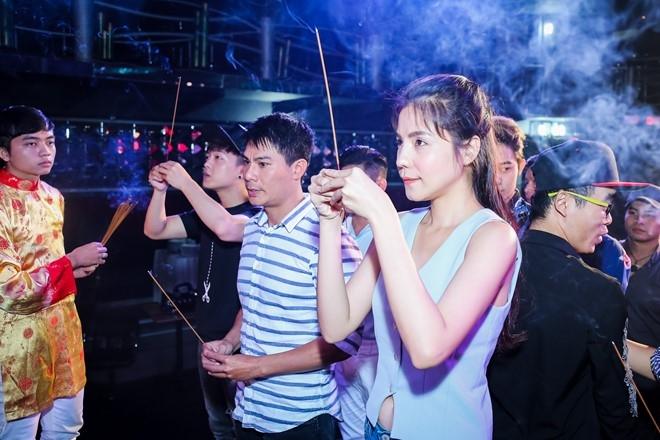 Dam Vinh Hung lan dau chu tri le gio To o san khau hinh anh 6
