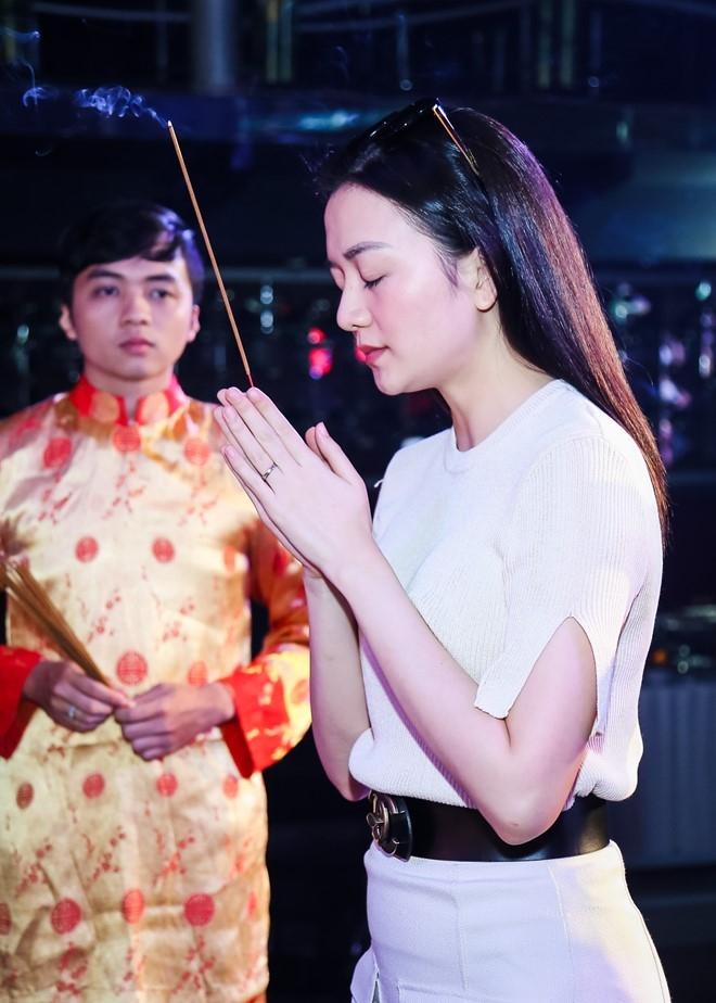 Dam Vinh Hung lan dau chu tri le gio To o san khau hinh anh 9