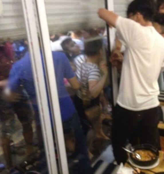 Hai cô gái đại chiến dữ dội tại quán mì cay ở Hà Nội - Ảnh 2.