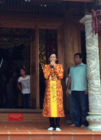 Hoài Linh xúc động bày tỏ cảm nghĩ khi nhà thờ tổ mở cửa đón khách.