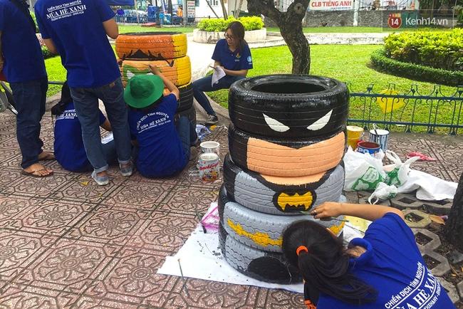 Những siêu anh hùng làm bằng lốp xe cũ vô cùng đáng yêu trên đường phố Sài Gòn - Ảnh 3.