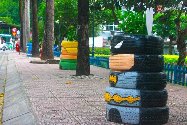 Những siêu anh hùng làm bằng lốp xe cũ vô cùng đáng yêu trên đường phố Sài Gòn - Ảnh 4.