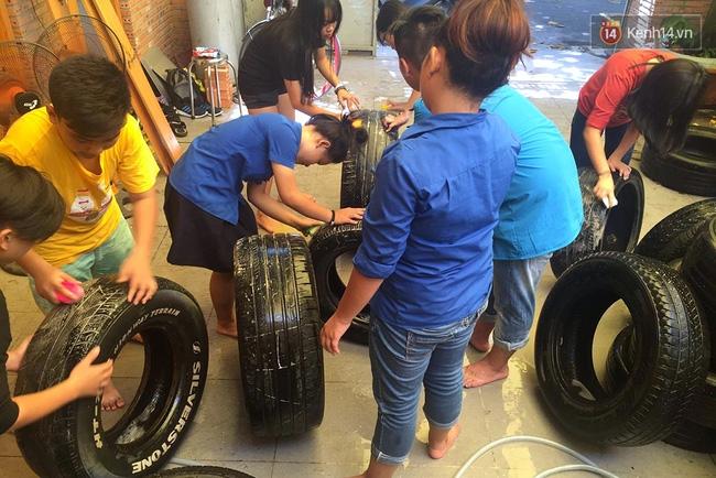 Những siêu anh hùng làm bằng lốp xe cũ vô cùng đáng yêu trên đường phố Sài Gòn - Ảnh 5.