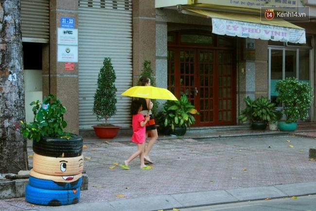 Những siêu anh hùng làm bằng lốp xe cũ vô cùng đáng yêu trên đường phố Sài Gòn - Ảnh 11.