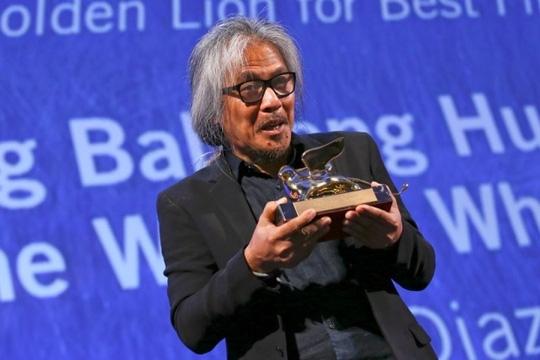 Đạo diễn Lav Diaz hạnh phúc nhận giải