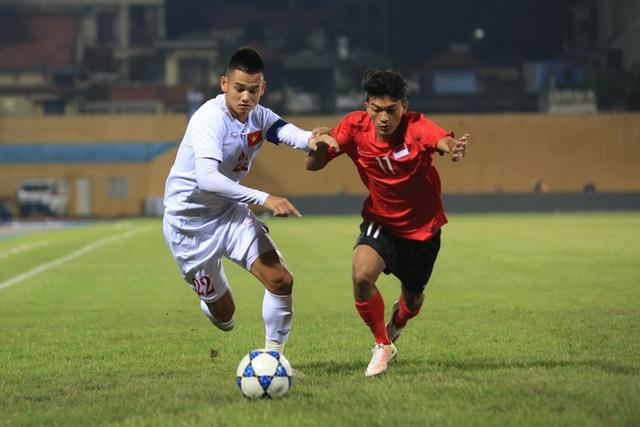 Hoà không bàn thắng với Singapore, đội bóng của HLV Hoàng Anh Tuấn có khởi đầu không tốt