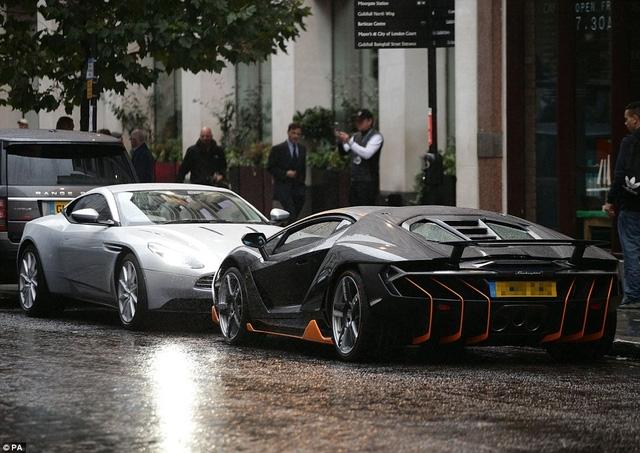 Aston Martin DB11 đỗ cạnh Lamborghini Centenario