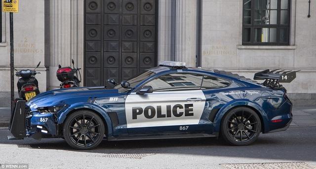 Xe cảnh sát Ford Mustang hầm hố