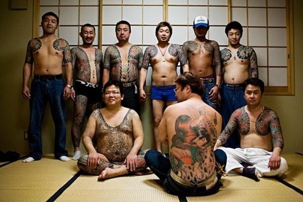 Cuộc sống đầy bạo lực, ma túy và tình dục của phụ nữ trong giới mafia khét tiếng ở Nhật Bản - Ảnh 3.