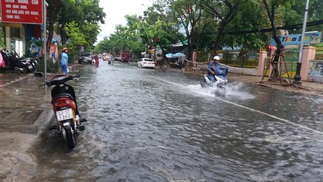 Đường Quang Trung cũng bị ngập