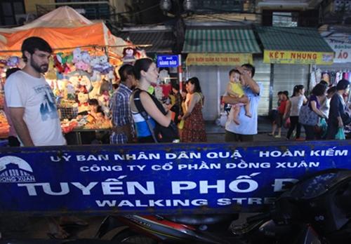ha-noi-khong-co-chuyen-mo-cua-cho-oto-xe-may-vao-pho-di-bo