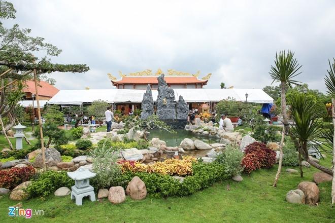 Hoai Linh mo cong Nha tho To don nghe si Viet va nguoi dan hinh anh 4