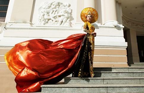 Lại Thanh Hương bức xúc khi chụp ảnh trang phục dân tộc tại Miss All Nation - ảnh 1