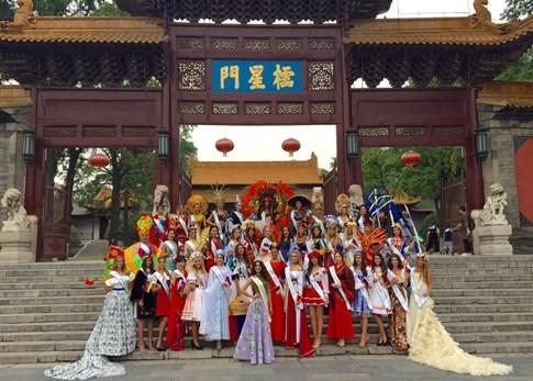 Lại Thanh Hương bức xúc khi chụp ảnh trang phục dân tộc tại Miss All Nation - ảnh 2