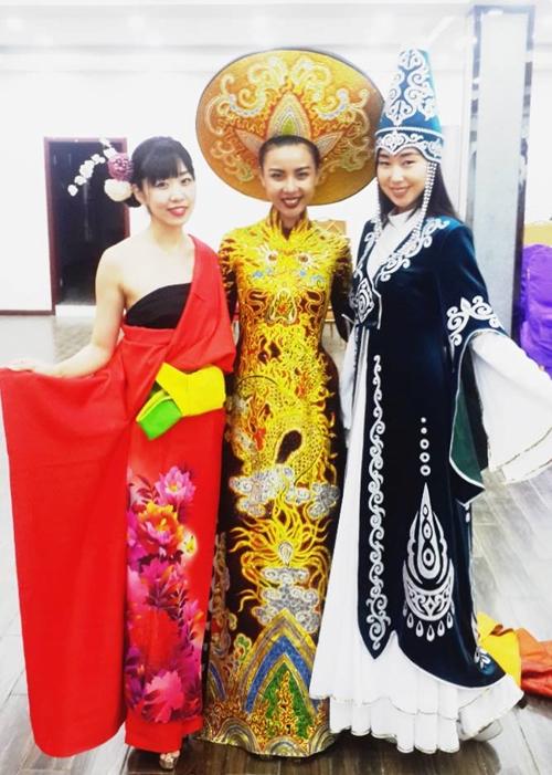 Lại Thanh Hương bức xúc khi chụp ảnh trang phục dân tộc tại Miss All Nation - ảnh 4