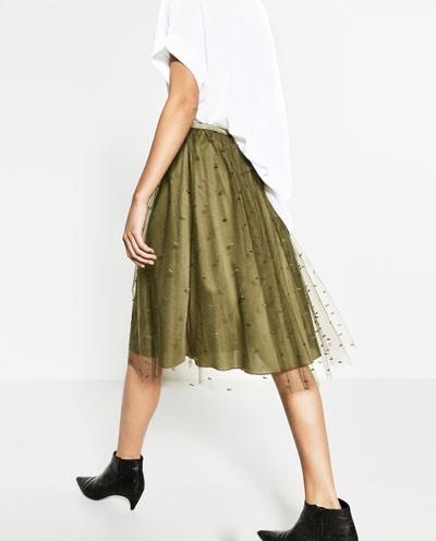 Vi sao nguoi Viet phai xep hang mua Zara? hinh anh 1