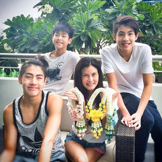 3 anh em người Thái khiến bạn thốt lên: Đã đẹp là phải đẹp cả nhà, đẹp từ bé! - Ảnh 19.