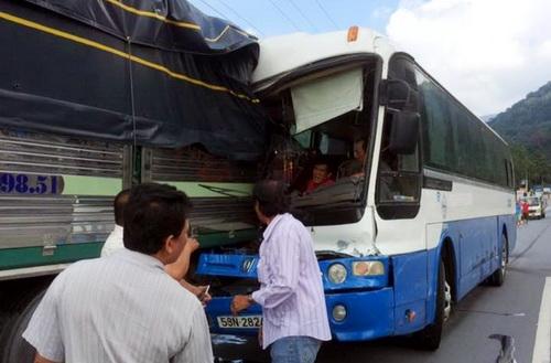 Chiếc xe khách gặp nạn trên đèo Bảo Lộc ngày 6/9 vẫn đang bị tạm giữ tại Công an huyện Đạ Huoai
