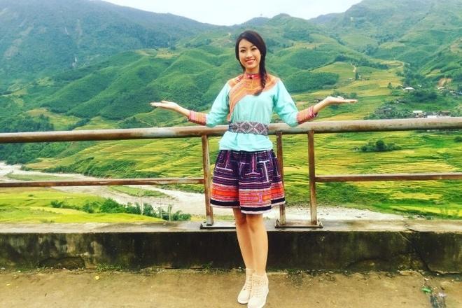 Hoa hậu Mỹ Linh cắm cờ Tổ quốc trên đỉnh Fansipan