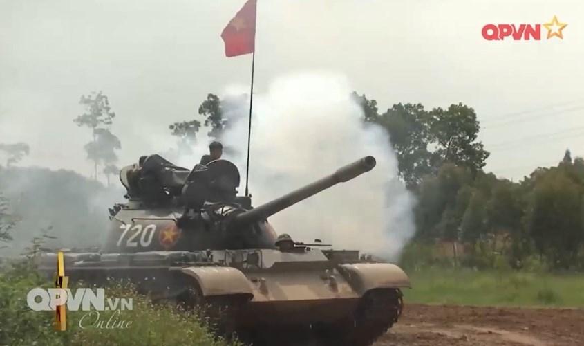 Muc so thi dan tang T-54 Viet Nam hung dung na phao