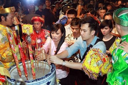 nhung-cau-chuyen-tam-linh-kho-tin-cua-showbiz-101473597074-ngoisao 0