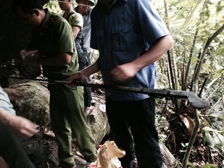 Cây súng kíp của Tẩn Láo Lở được cơ quan điều tra thu giữ.