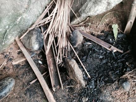 Bếp nấu ăn của Tẩn Láo Lở trong những ngày cầm cự với cuộc sống lẩn trốn nơi núi rừng hiểm trở.