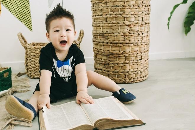 Nhật Kim Anh khoe con trai gần một tuổi