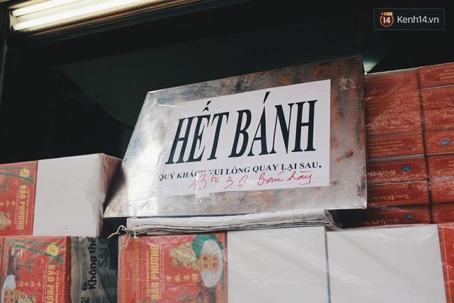 Sát Tết Trung thu, người Hà Nội xếp hàng dài cả cây số, chen nhau chờ mua bánh Bảo Phương - Ảnh 15.