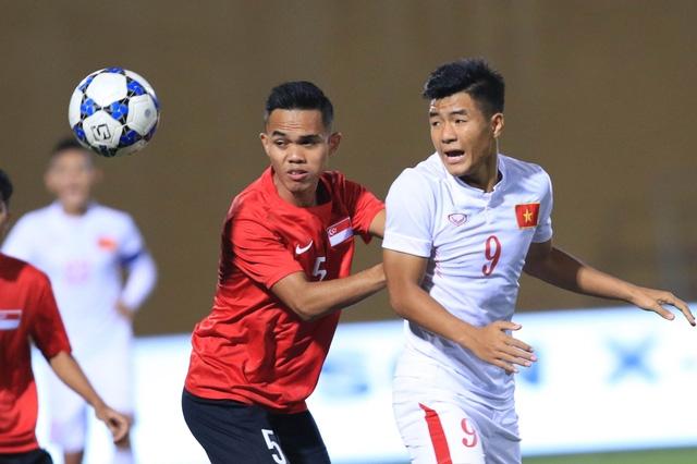 U19 Việt Nam (trắng) cần cải thiện nhiều khả năng dứt điểm