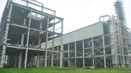 Nhà xưởng bên trong nhà máy Ethanol Phú Thọ để hoang lạnh. Ảnh: CTV