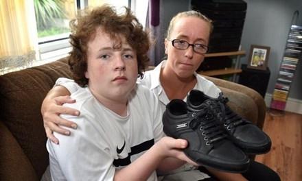 Mẹ con nhà Livingstone và đôi giày khiến Kieran bị trường đuổi học.