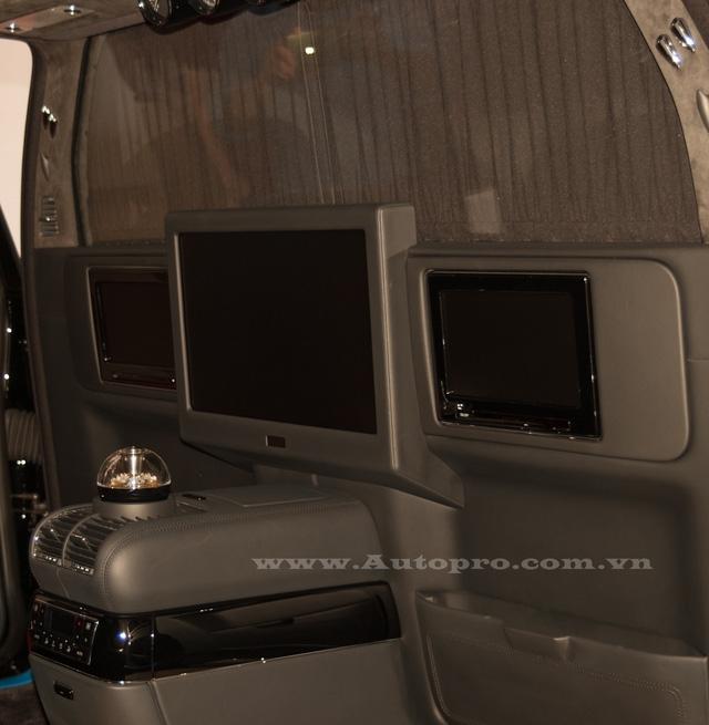 Dựa trên phiên bản tiêu chuẩn, 62S được trang bị thêm vách ngăn ở giữa hàng ghế trước và sau. Vách ngăn trên 62S là loại bằng kính và khi cần sự riêng tư một chiếc rèm sẽ đảm nhận nhiệm vụ này.