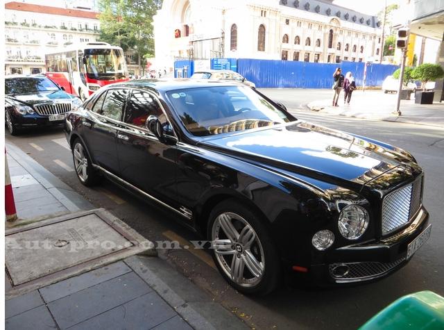 Ngoài Maybach 62S, một chiếc xe siêu sang khác cũng được cho thuộc sở hữu của bố chồng Hà Tăng là Bentley Mulsanne.