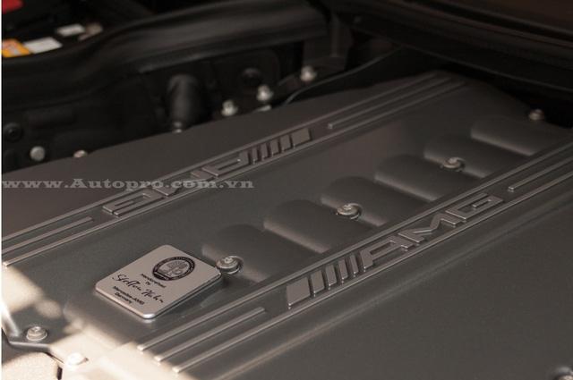 Trên toàn thế giới chỉ có đúng 350 chiếc SLS AMG GT Final Edition được sản xuất. Siêu xe cánh chim vẫn sử dụng động cơ V8, dung tích 6,2 lít, sản sinh công suất tối đa 591 mã lực và mô-men xoắn cực đại 650 Nm.