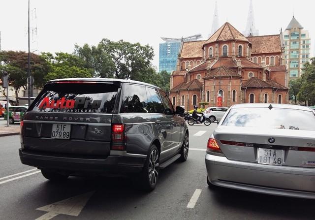 Ngoài ra, trong garage của ông Johnathan Hạnh Nguyễn còn có các dòng xe sang khác như Rang Rover.