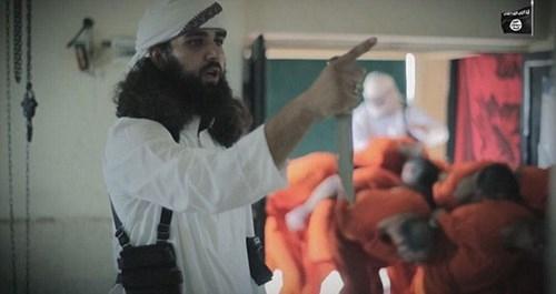 """IS tung video """"giết mổ gián điệp Mỹ"""" ghê rợn - ảnh 2"""