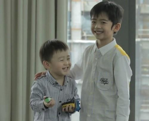 Tạ Đình Phong và hai con trai 5