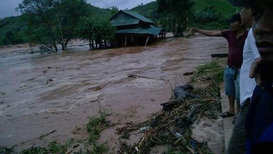 Sự cố Thuỷ điện Sông Bung 2 gây ngập lụt nhiều nơi - Ảnh: Trần Thường
